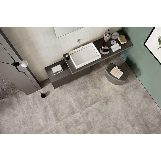 imitacja betonu na podłodze w łazience