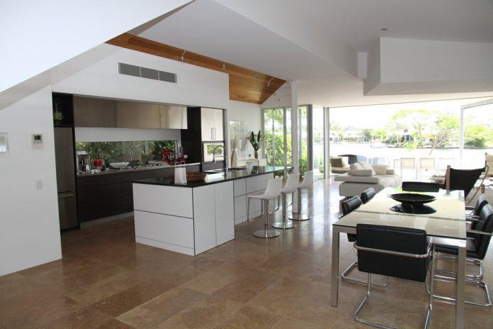imitacja drewna na podłodze w kuchni